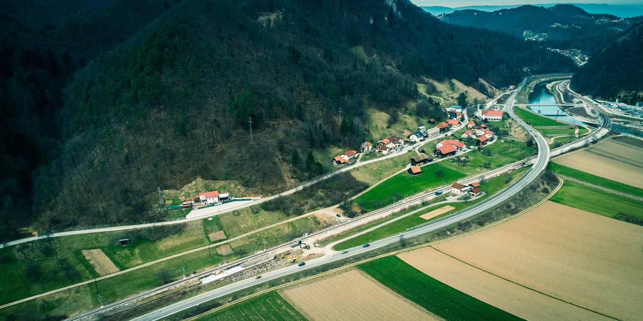 Nadgradnja železniškega odseka Zidani Most–Rimske Toplice in železniške postaje Rimske Toplice z izvedbo izvennivojskega križanja