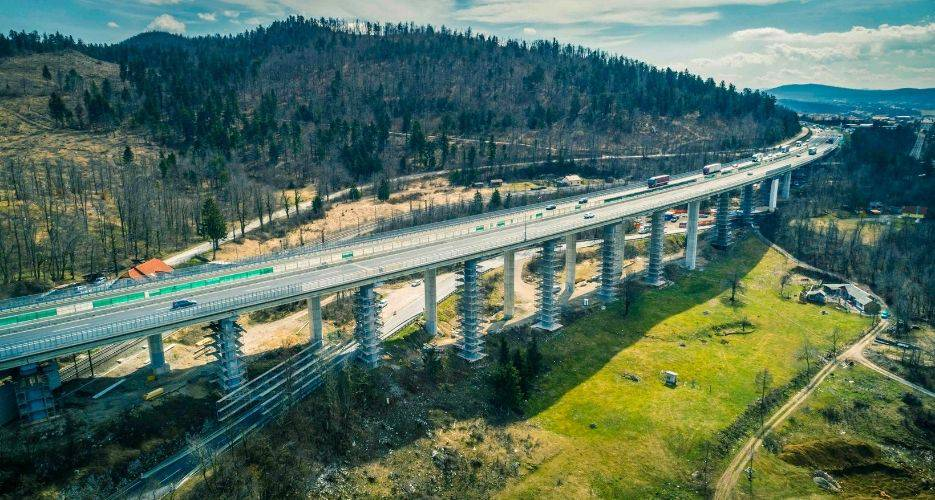 Rekonstrukcija avtoceste Unec–Postojna z rehabilitacijo viadukta Ravbarkomanda